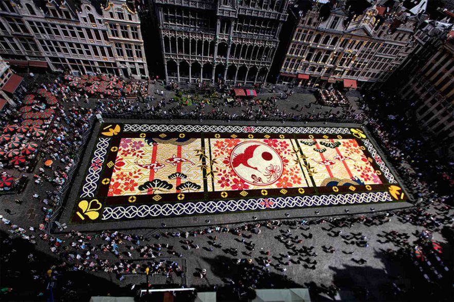 bloementapijt op Grote Markt in Brussel
