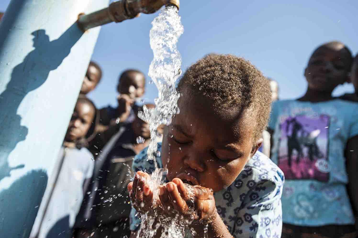 """""""Elke druppel telt"""": bezorgt kinderen zuiver water"""