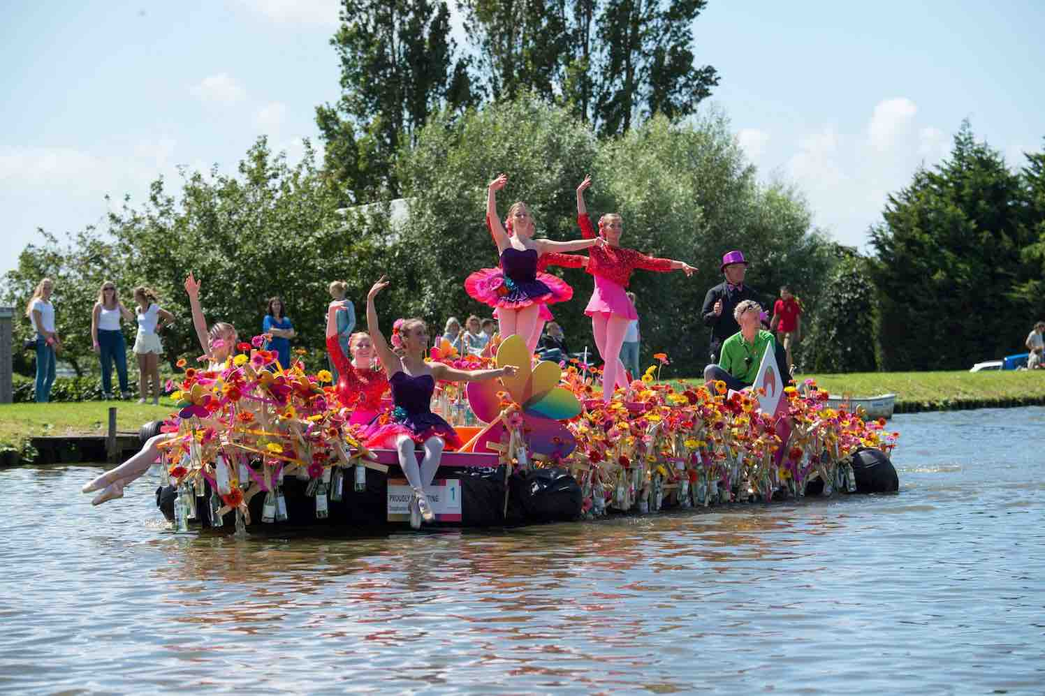 Varend Corso viert thema Helemaal Hollands
